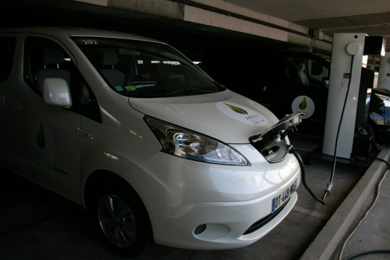 Nissan_e-NV200_charging_up_for_COP21_br_Credit_Renault-Nissan_Alliance