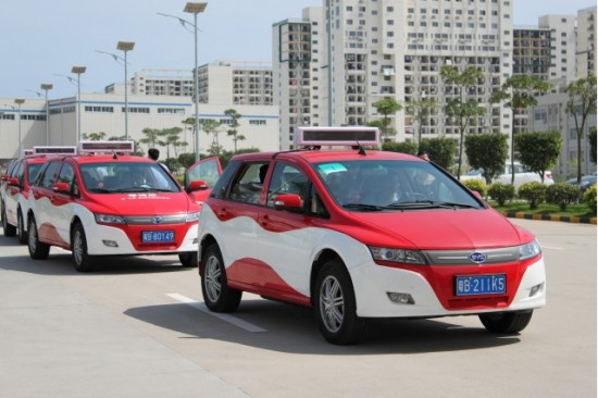 byd-e6-electric-taxi-in-service-in-shenzhen-china_100348441_m