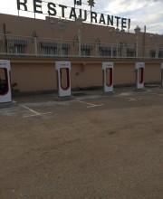 Foto 6 del punto Tesla Supercharger Almaraz