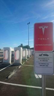 Foto 7 del punto Tesla Supercharger Manzanares